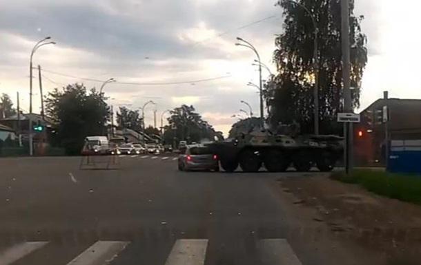 У Росії БТР врізався в легковик
