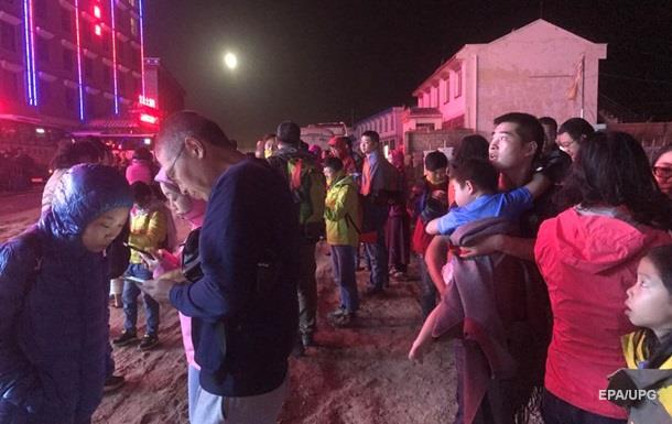Число жертв мощного землетрясения в Китае достигло 13 человек