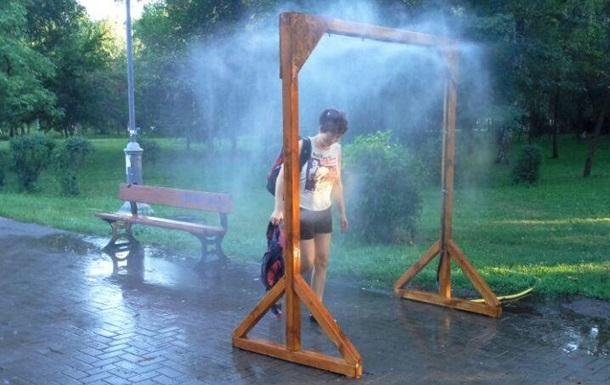 До спеки готові: в Києві встановлять 15 рамок-розпилювачів