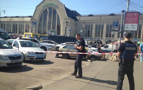 У Києві біля вокзалу стрілянина: троє поранених