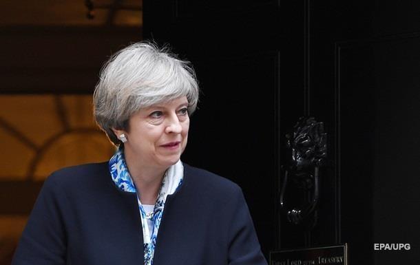 Половина британцев выступают за отставку Терезы Мэй