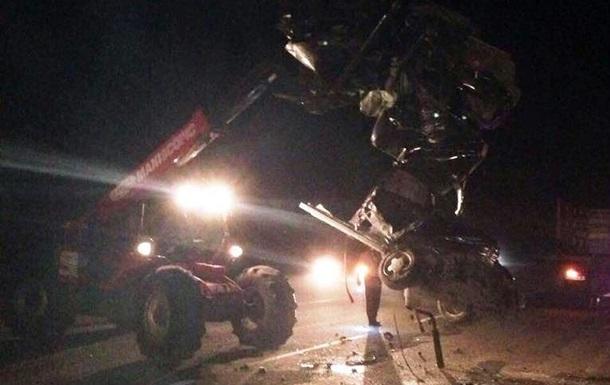 На Черкащині зіткнулися автомобіль і мікроавтобус: троє загиблих