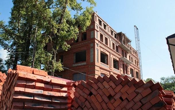 У столиці незаконно будують 62 житлові будинки