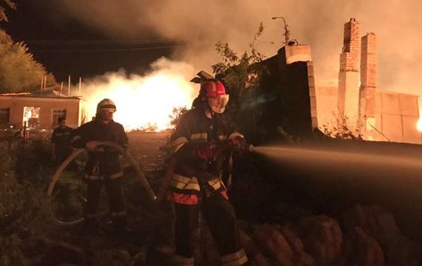 На Хмельнитчине сгорел склад с коноплей