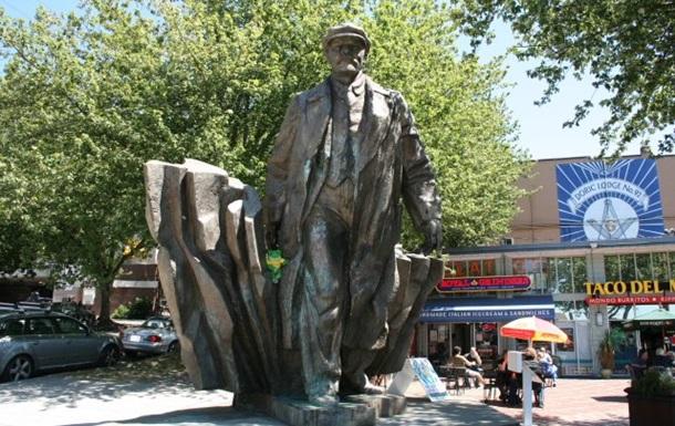 Мэр Сиэтла призвал снести памятник Ленину