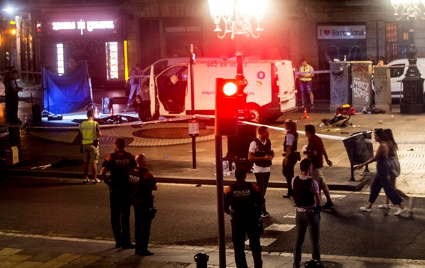 Теракт в Барселоне: поиски водителя фургона продолжаются