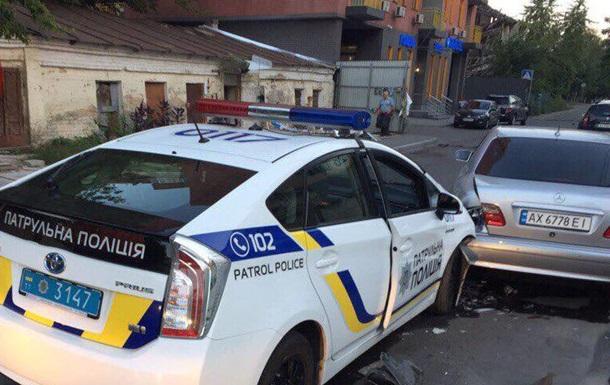 В Киеве патрульный уснул за рулем