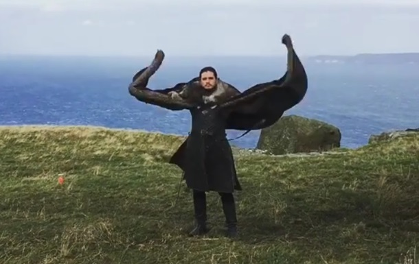 Изобразивший дракона  Джон Сноу  стал звездой Сети