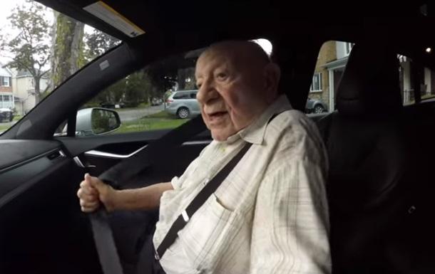 Поїздку 97-річного дідуся в Tesla зняли на відео