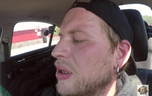 Блогер просидів годину в розпеченому закритому авто