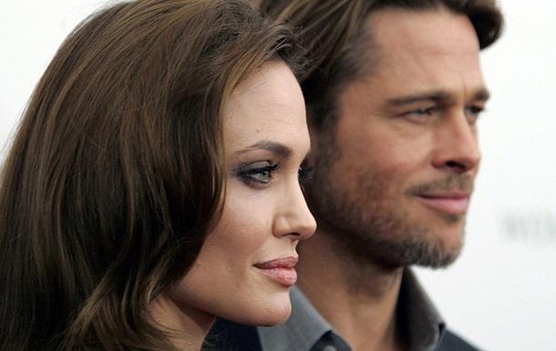 На Питта и Джоли подали в суд