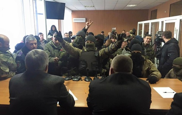 «Повзуча» диктатура парамілітарних угруповань в Україні