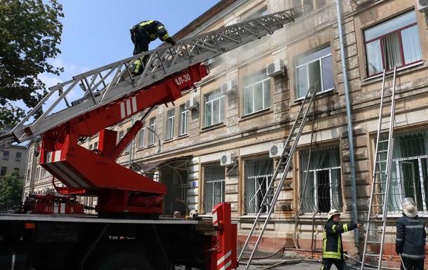 Пожежу від блискавки в суді Харкова загасили