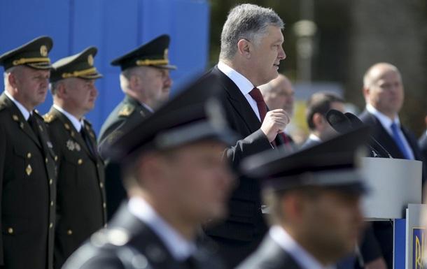 Порошенко сравнил войска РФ с Гитлером