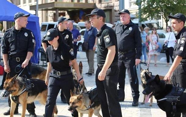 Во время парада на Майдане искали бомбу и ловили психбольного