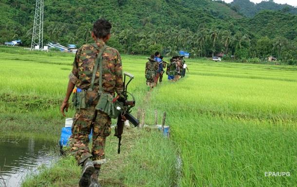 Тысяча боевиков напала на военную базу в Мьянме