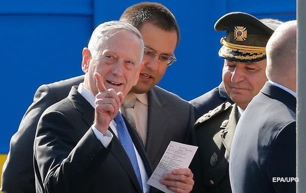 Глава Пентагону привіз військове обладнання для ЗСУ