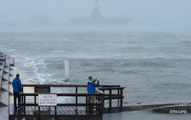 После урагана у побережья Техаса спасли 18 человек