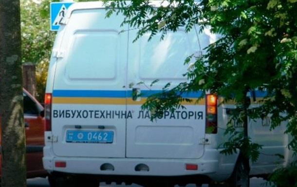 У Києві шукають бомбу у двох судах