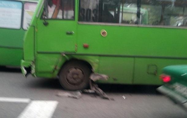 В Харькове автомобиль полиции столкнулся с маршруткой