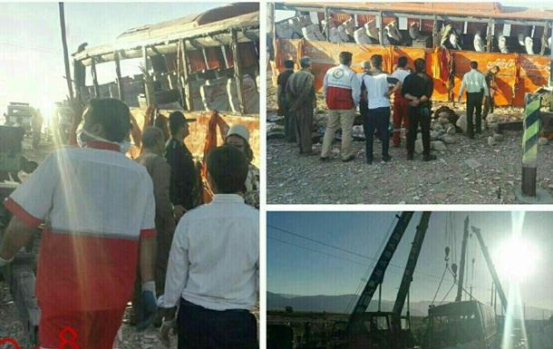 В Иране перевернулся автобус со школьниками, 12 погибших
