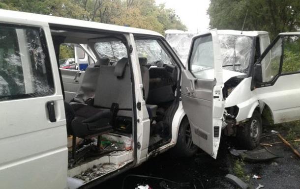 На Харьковщине столкнулись два микроавтобуса