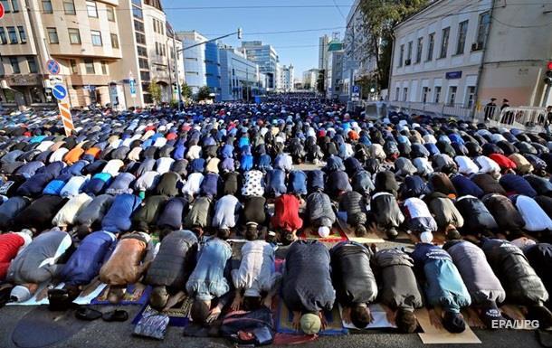 Двести тысяч мусульман отметили Курбан в Москве