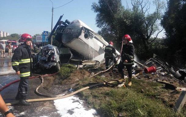 У Тернополі вантажівка зіткнулася з чотирма автомобілями