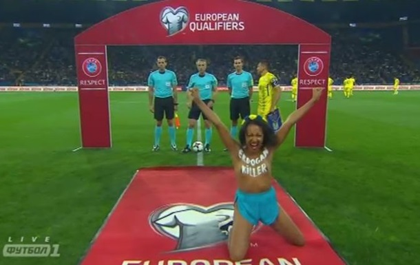 Голую Femen на матче Украина-Турция задержали