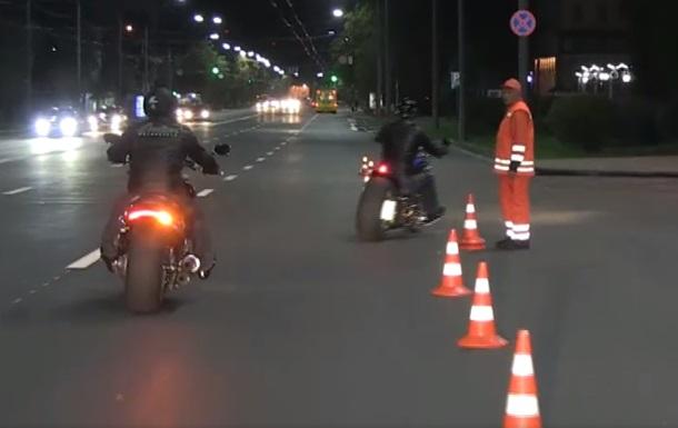 Кличко на мотоцикле проверил новый проспект