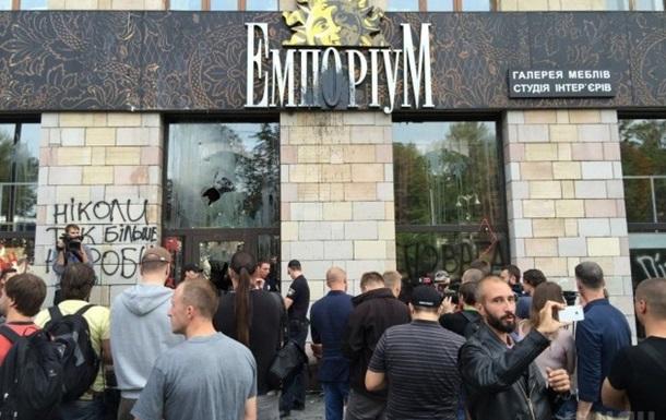 У Києві розгромили магазин, де стерли графіті Євромайдану