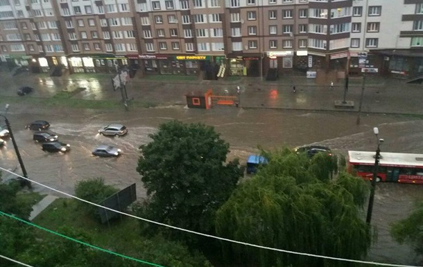 Івано-Франківськ затопила сильна злива