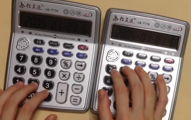 Японец сыграл хит Despacito на двух калькуляторах