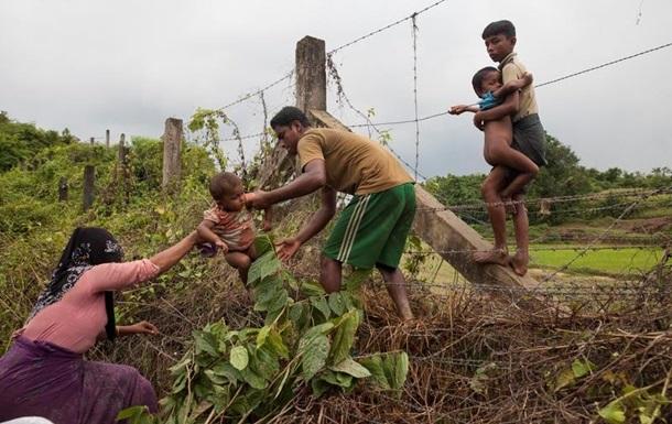 Из Мьянмы бежали более 120 тысяч мусульман