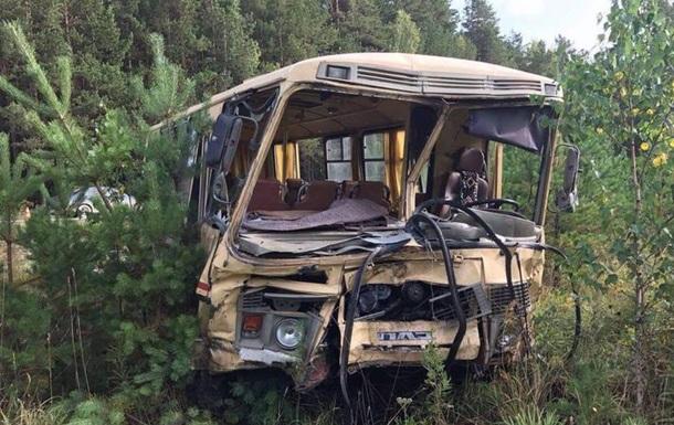 У Росії вантажівка протаранила автобус: 14 постраждалих
