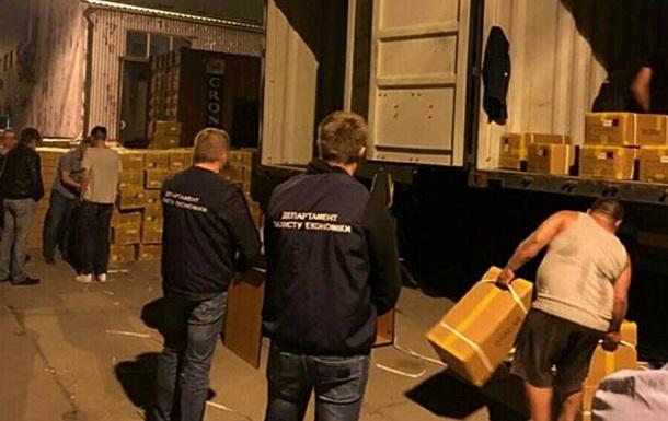 В порту Одессы нашли контрабандную одежду на 12 млн гривен