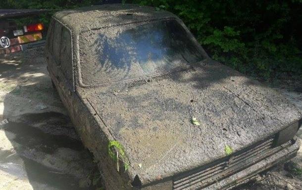 Француженці повернули авто, що пролежало 38 років у болоті