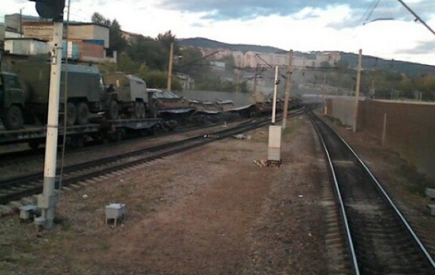 В России сошел с рельсов поезд с военной техникой
