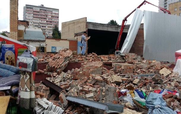 В Подмосковье рухнула стена кинотеатра: 10 пострадавших