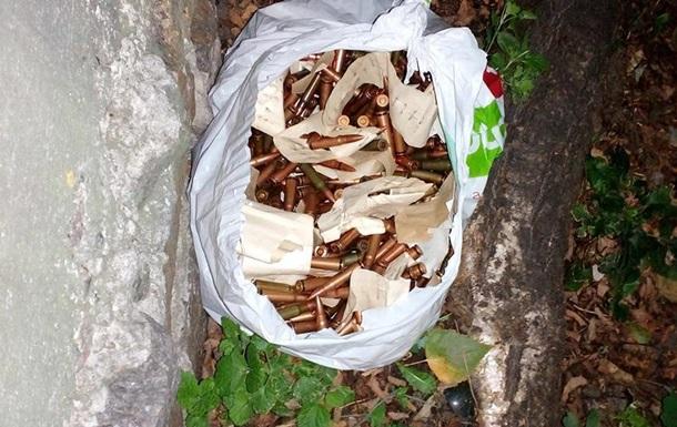 У посольства Болгарии в Киеве нашли пакет с патронами