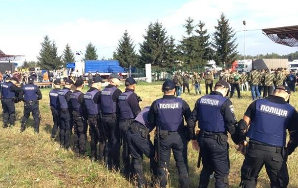 Саакашвілі на кордоні зустрічають намети і Донбас