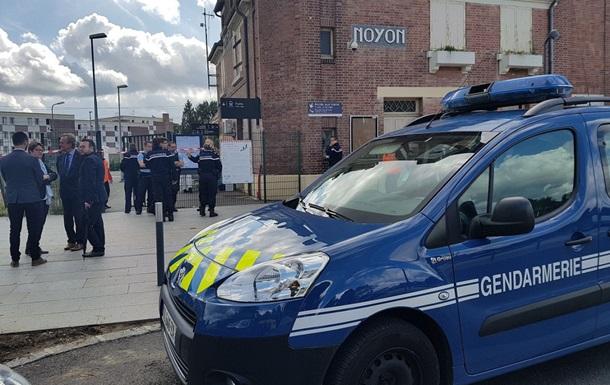 Во Франции муж убил жену с детьми на вокзале и застрелился