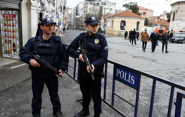 Туреччина погрожує позбавити громадянства близько ста осіб