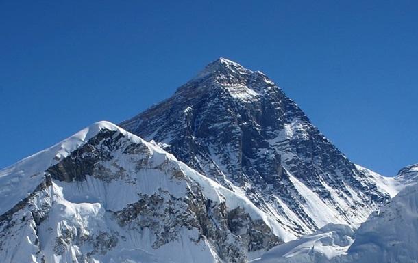 Росія  приєднала  до себе гору Еверест у Твіттері