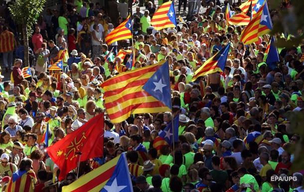 Сотни тысяч людей в Барселоне вышли поддержать независимость Каталонии
