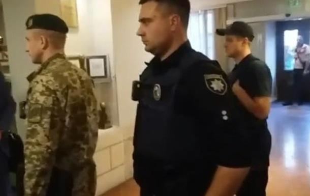 У готель до Саакашвілі прийшли силовики