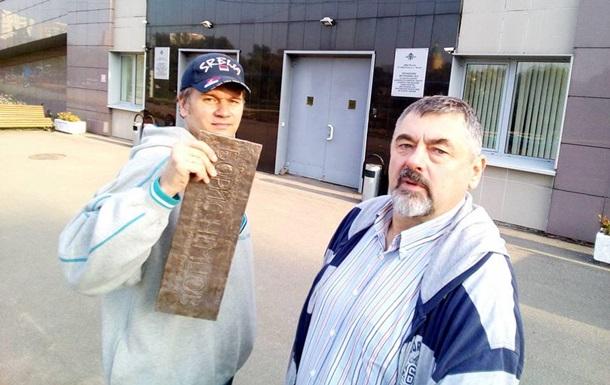 В Москве сняли мемориальную табличку с дома Немцова