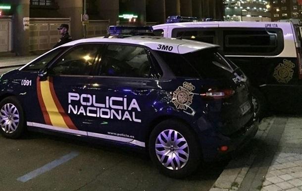 В Іспанії з ножем напали на поліцейського