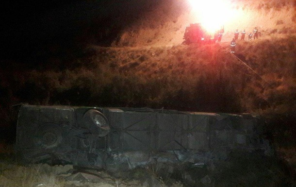 В Иране автобус рухнул 50-метровой высоты: 11 жертв