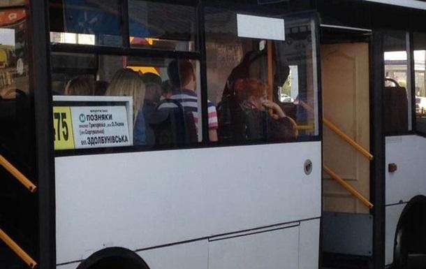 У Києві знайшли маршрутку з дверима з квартири